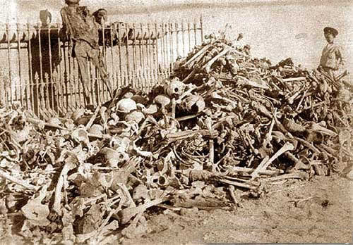 Human remains of Bolivian, Chilean and Peruvian soldiers exhumed from makeshift graves after the Battle of Tacna before their definitive interment in the Mausoleum of the Tacna cemetery in 1910. Restos humanos en Tacna despues de la Guerra del Pacifico.jpg