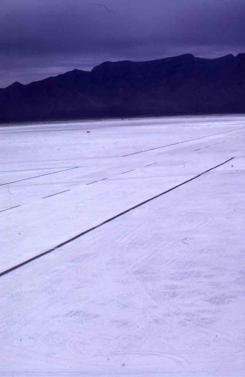 http://upload.wikimedia.org/wikipedia/commons/2/22/Runway_NASA.jpg