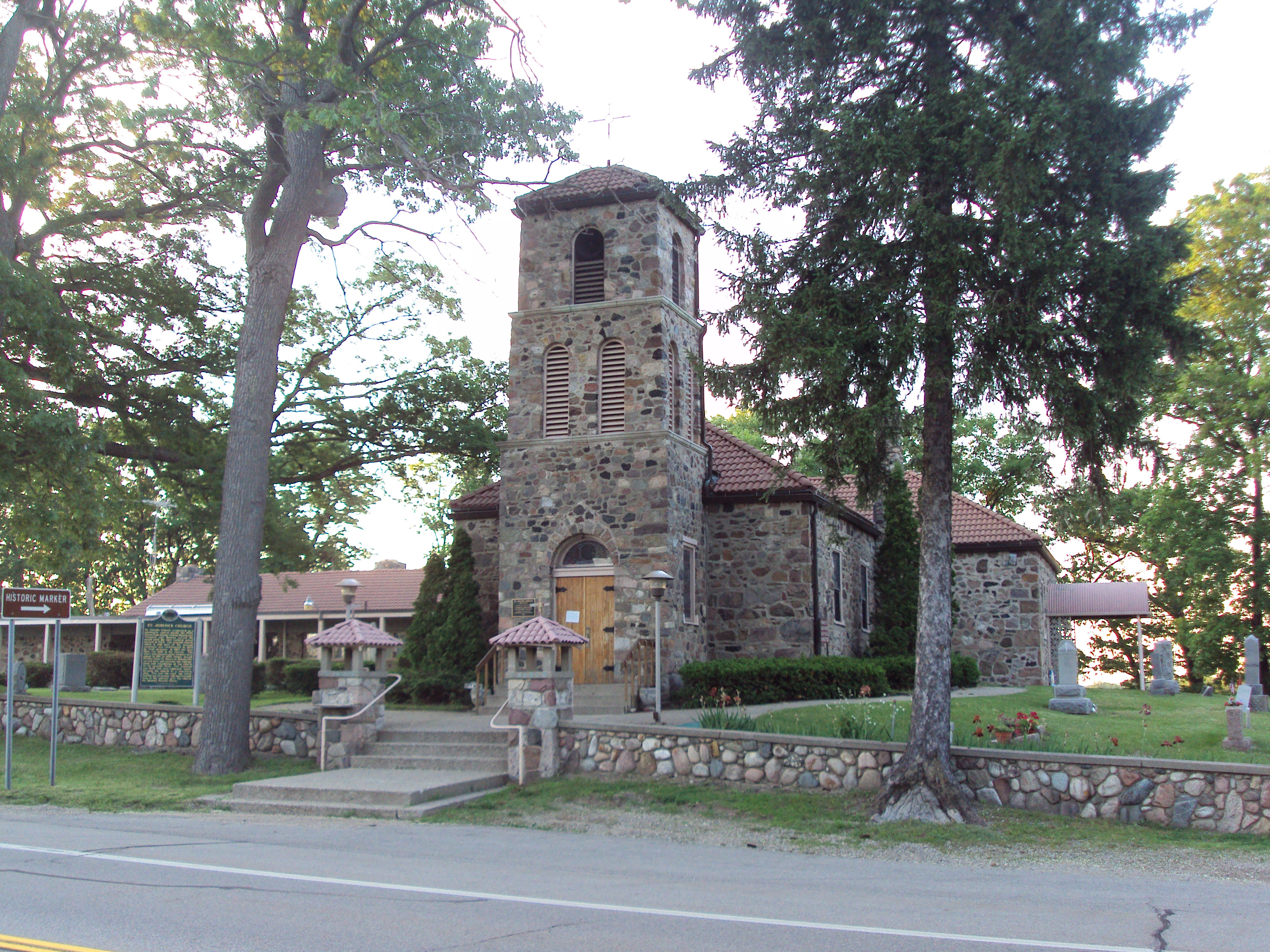 Places To Stay In St Joseph Michigan >> Saint Joseph Church And Shrine Wikipedia