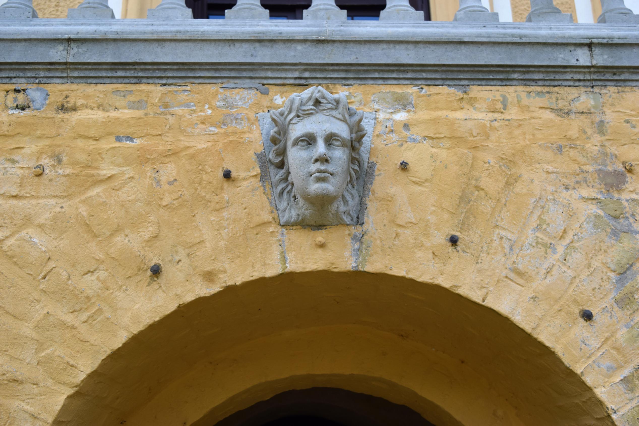 File Schloss Caputh Freitreppe Garten Kopf Skulptur Jpg Wikimedia Commons
