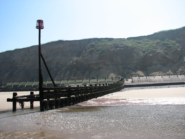 Seaward view of a groyne - geograph.org.uk - 792845