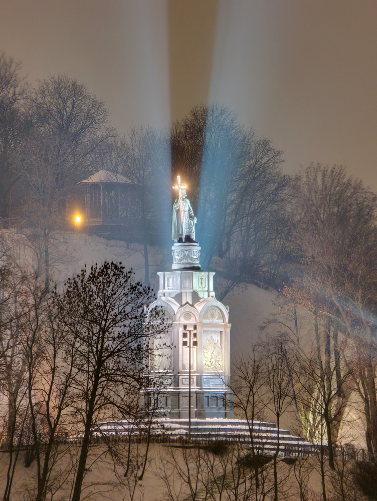 https://upload.wikimedia.org/wikipedia/commons/2/22/Shevchenkivs%27kyi_district%2C_Kiev%2C_Ukraine_-_panoramio_-_Leonid_Andronov_%287%29.jpg