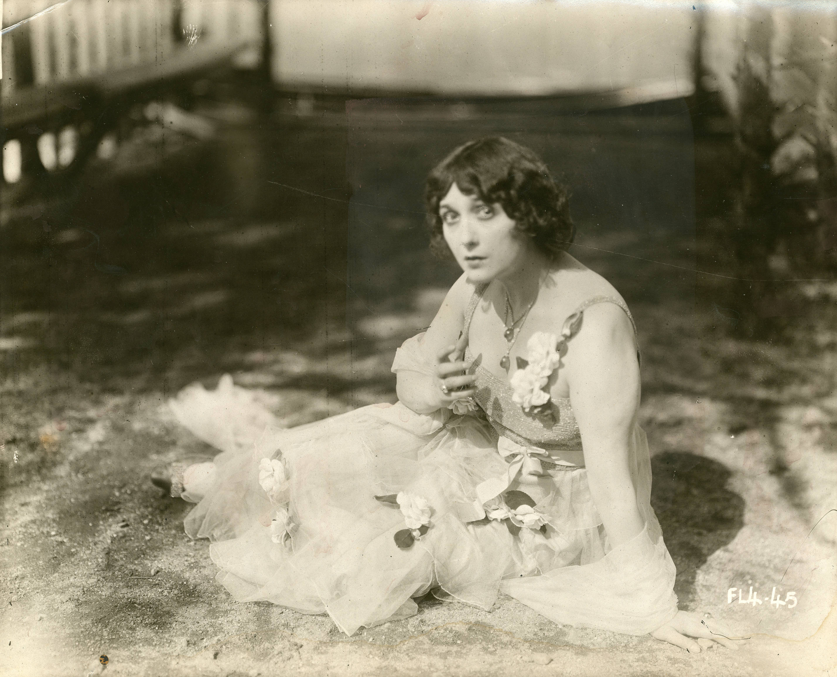 File:Silent film actress and opera singer Lina Cavalieri (SAYRE 19545).jpg  - Wikimedia Commons