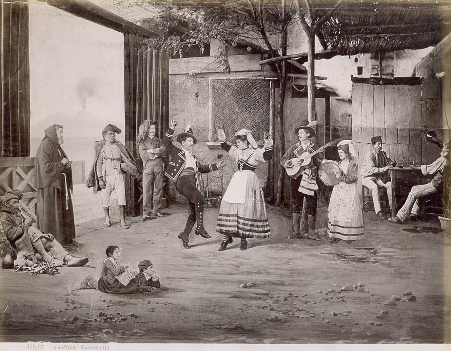 Nápoles-Tarantela, del fotógrafo Giorgio Sommer (1834-1914). En los cantos y danzas populares como la tarantela está el origen remoto de la canción napolitana.
