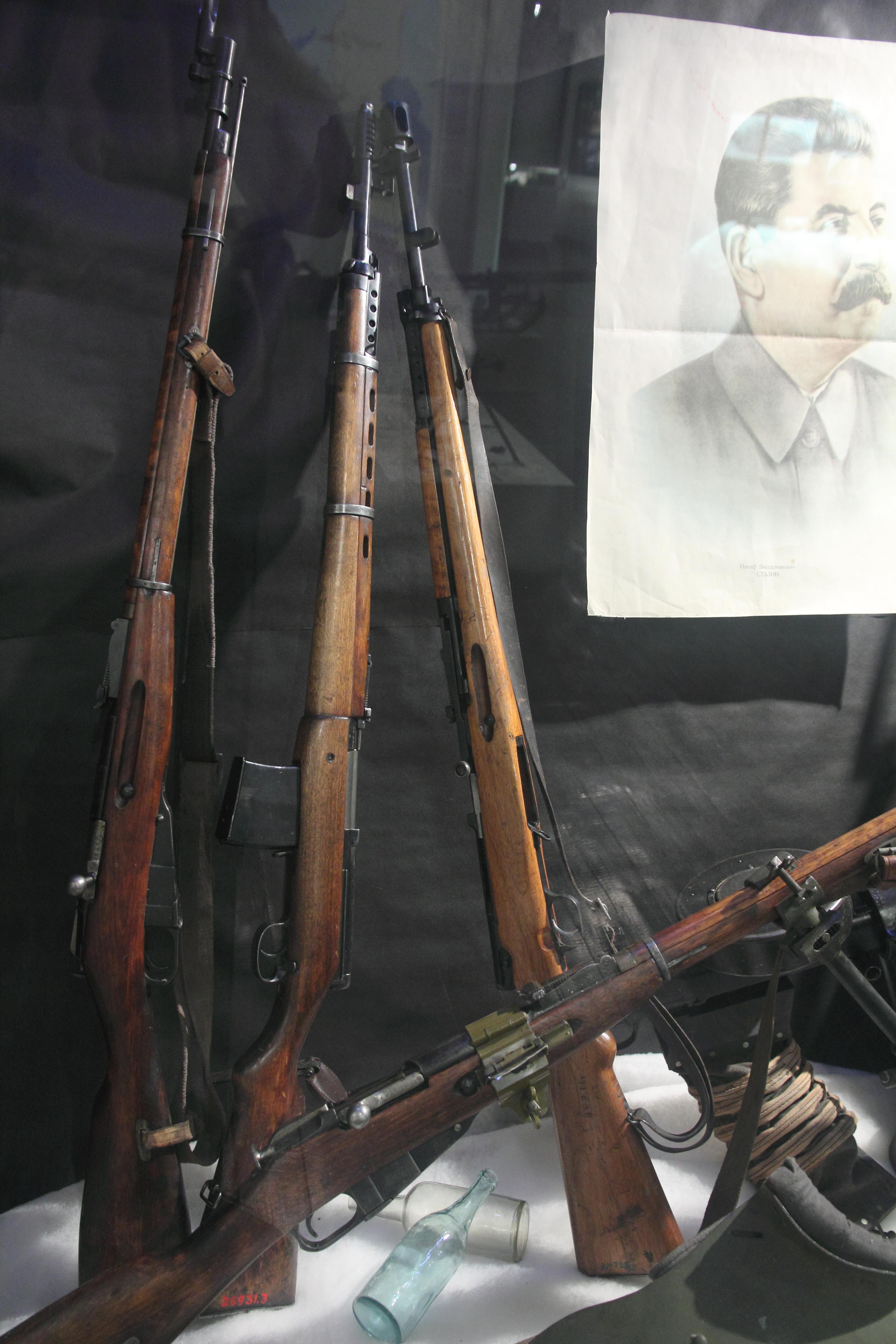 FileSoviet World War 2 RiflesJPG