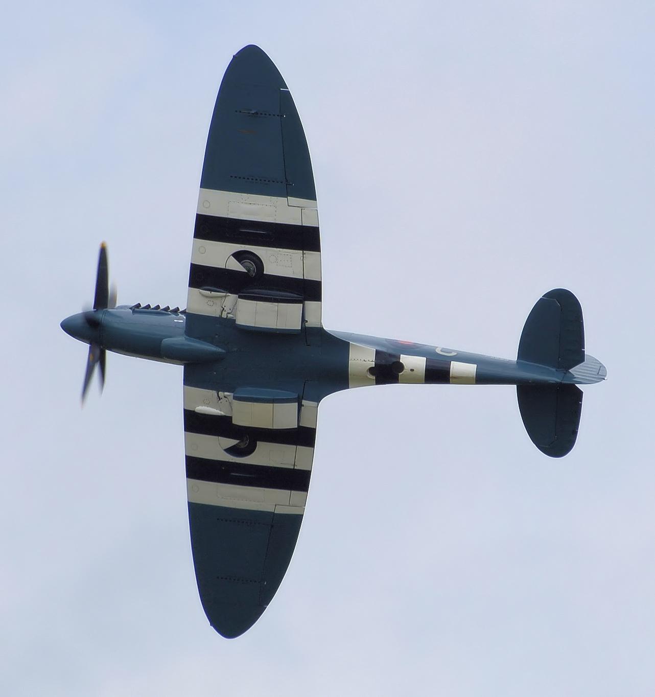 File:Spitfire mark19 ps853 planform arp.jpg - Wikimedia ...