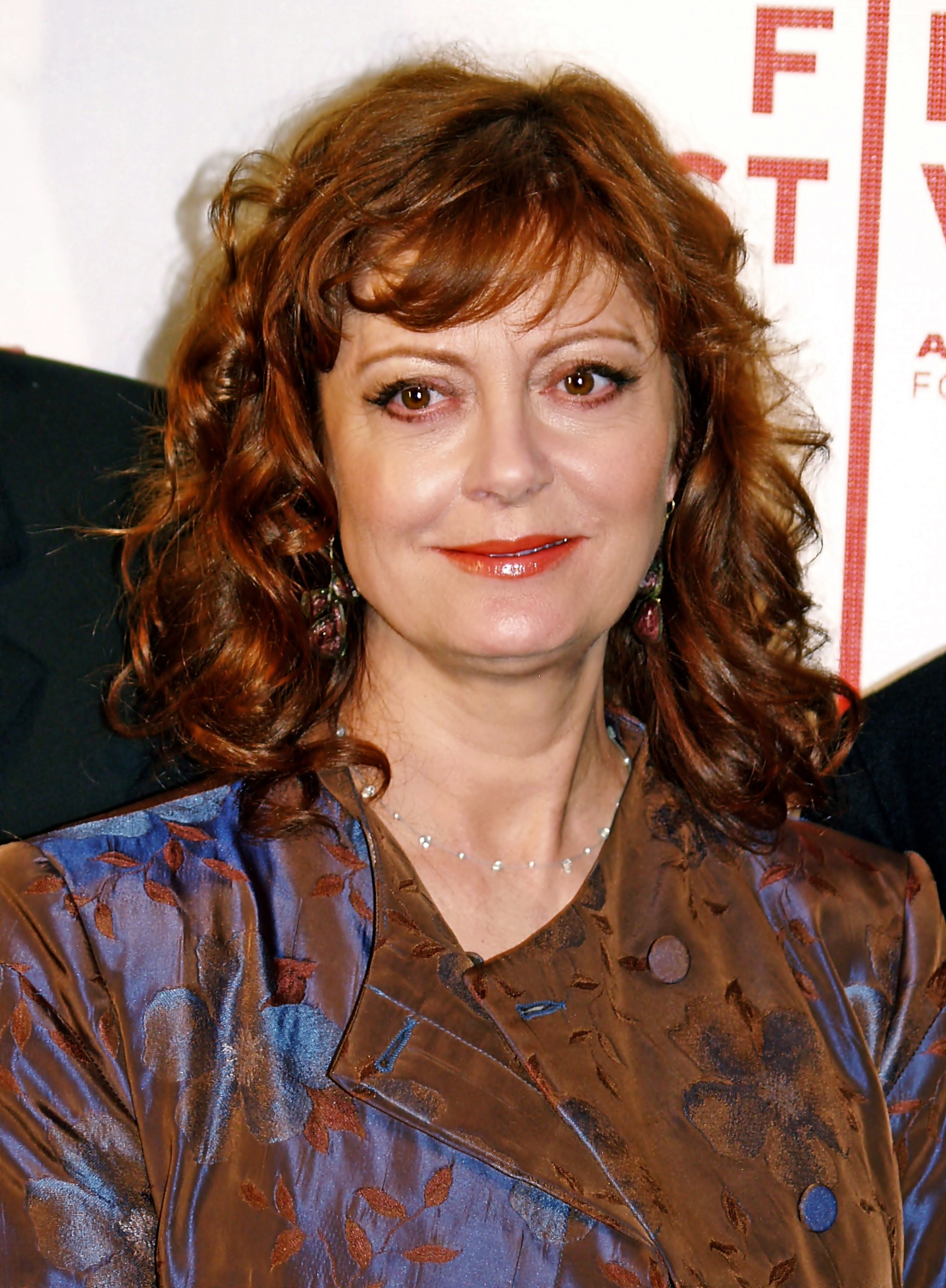 The 71-year old daughter of father Phillip Leslie Tomalin and mother Leonora Marie Criscione, 171 cm tall Susan Sarandon in 2018 photo