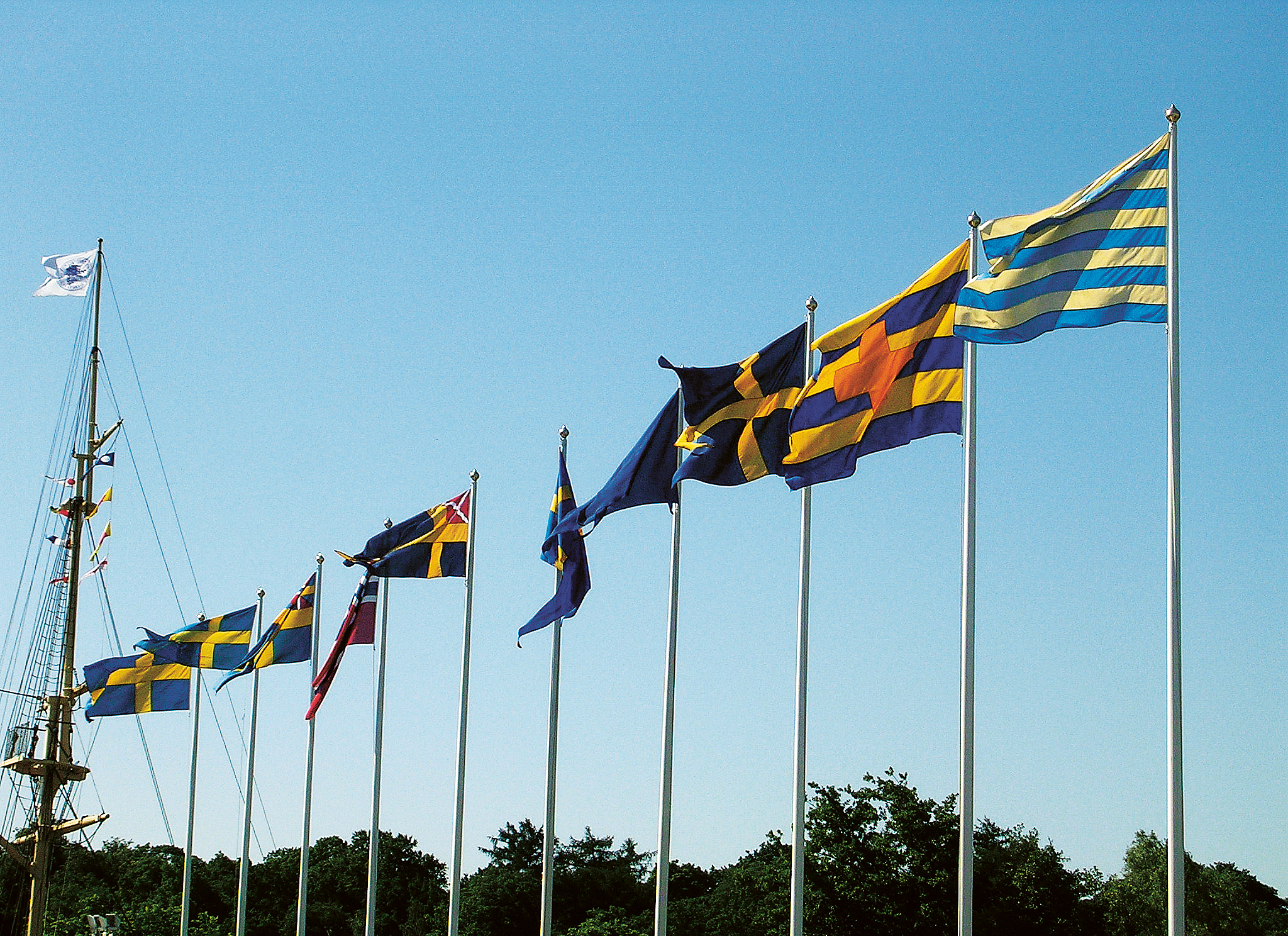 Swedish_historical_flags_at_Maritime_Mus