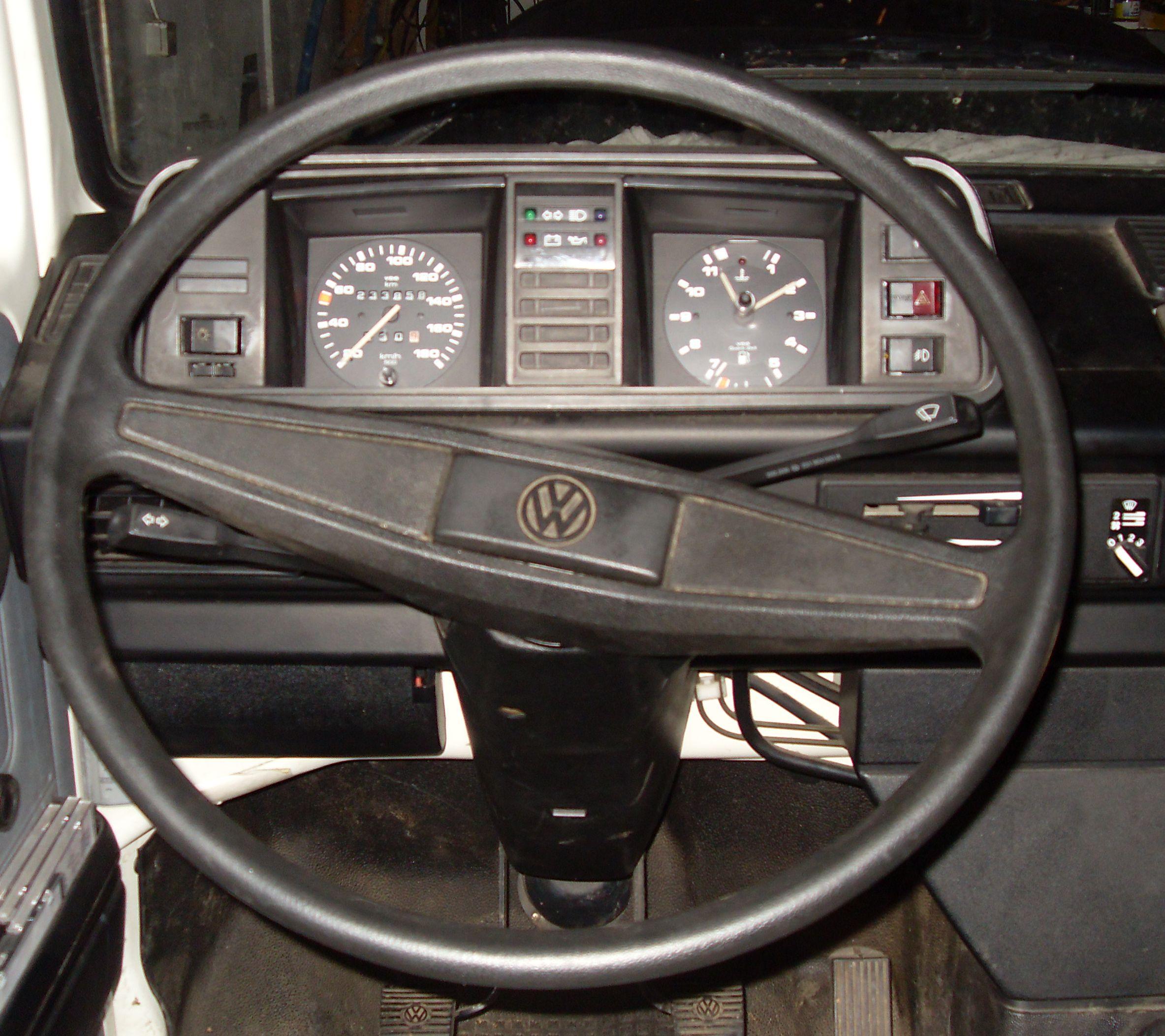 File:T3 1989 Cockpit.jpg - Wikimedia Commons | {Auto cockpit vw 19}