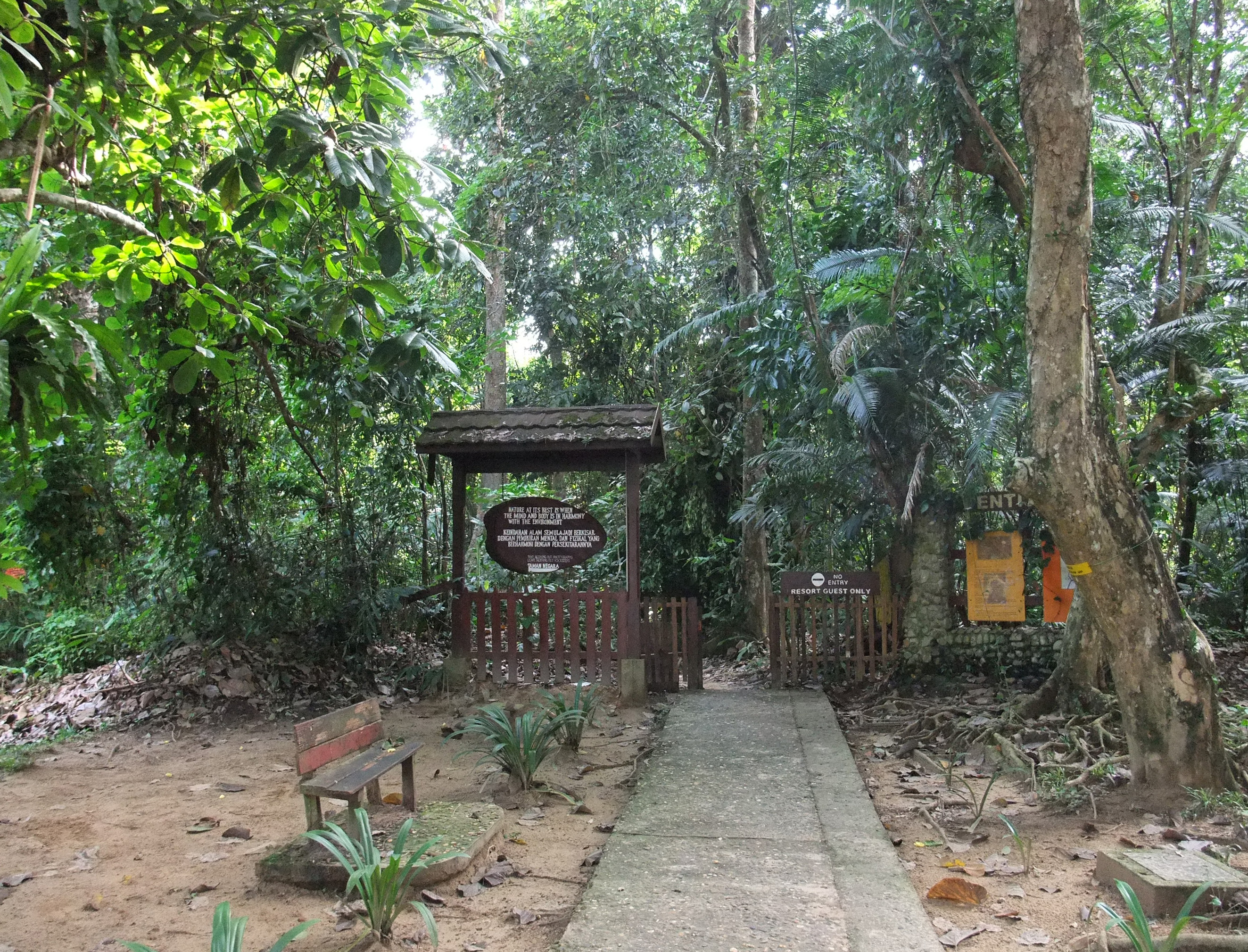 Description taman negara entrance