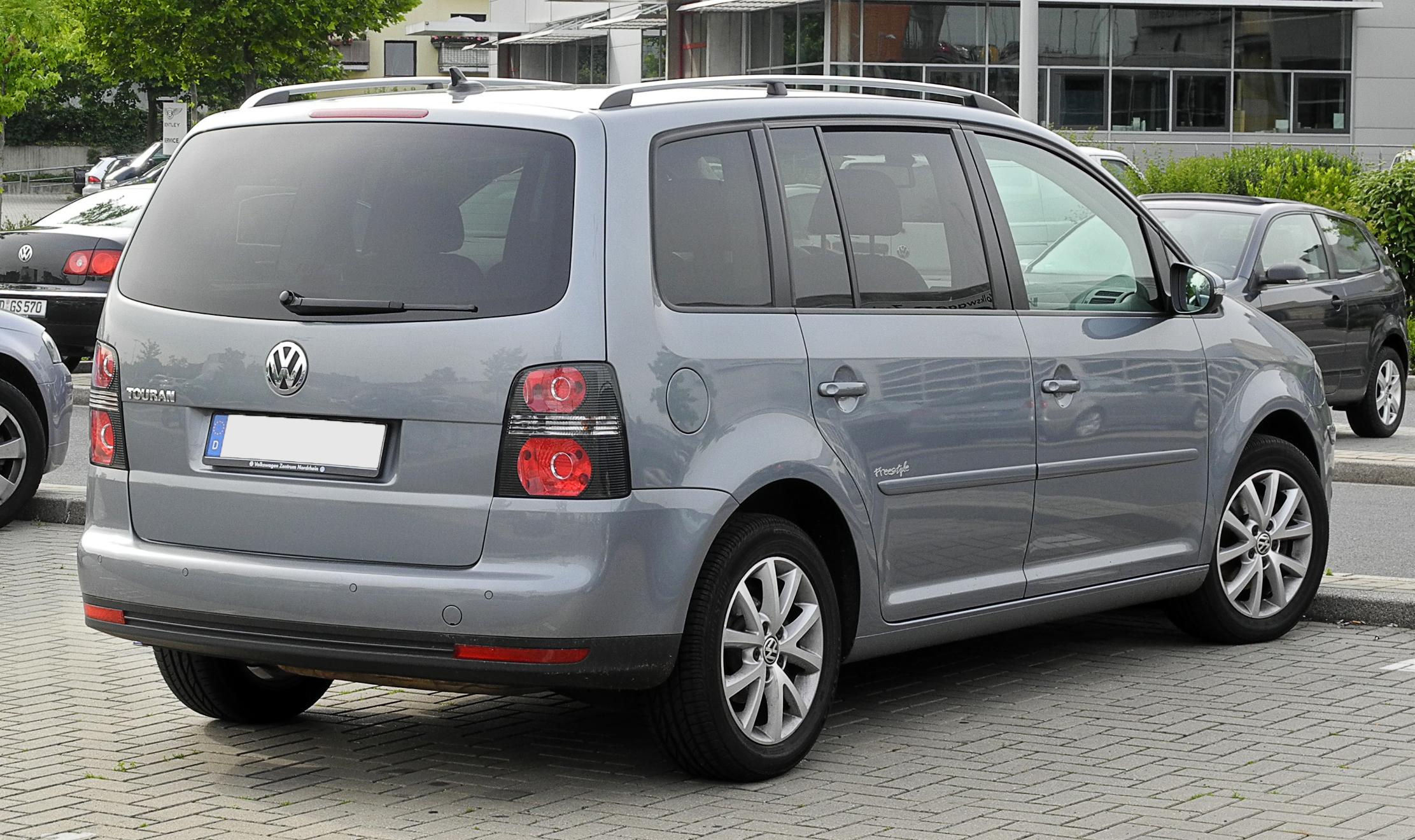 File:VW Touran Freestyle (1. Facelift) – Heckansicht, 12. Juni 2011, Düsseldorf.jpg - Wikimedia ...