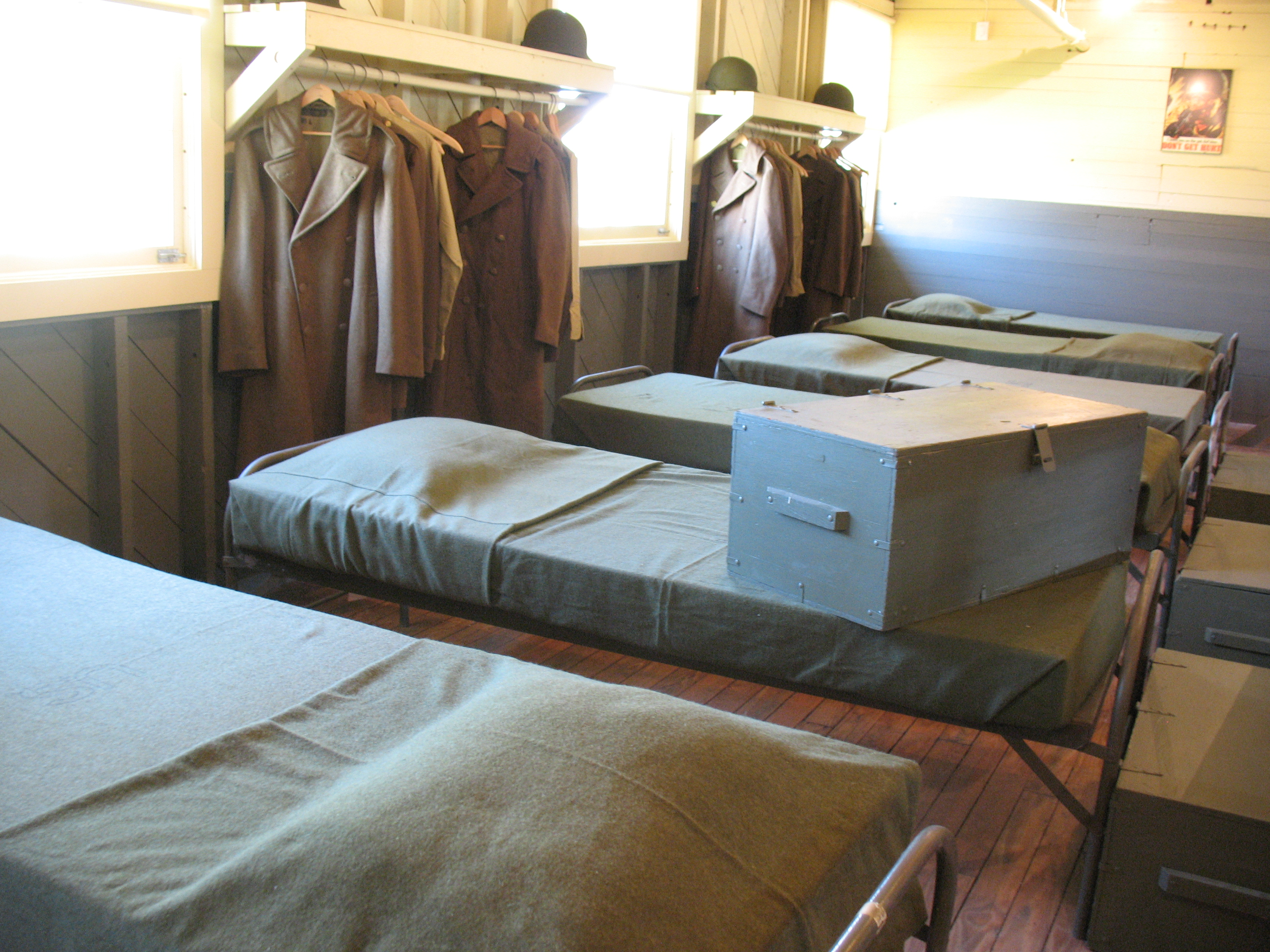 File:WWII-Footlocker-on-bed.jpg - Wikimedia Commons