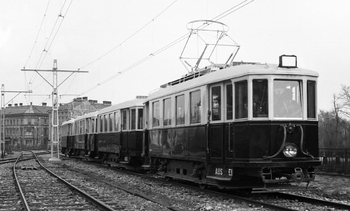 Wiener Elektrische Stadtbahn, Probefahrt in Michelbeuern vor Eröffnung.jpg