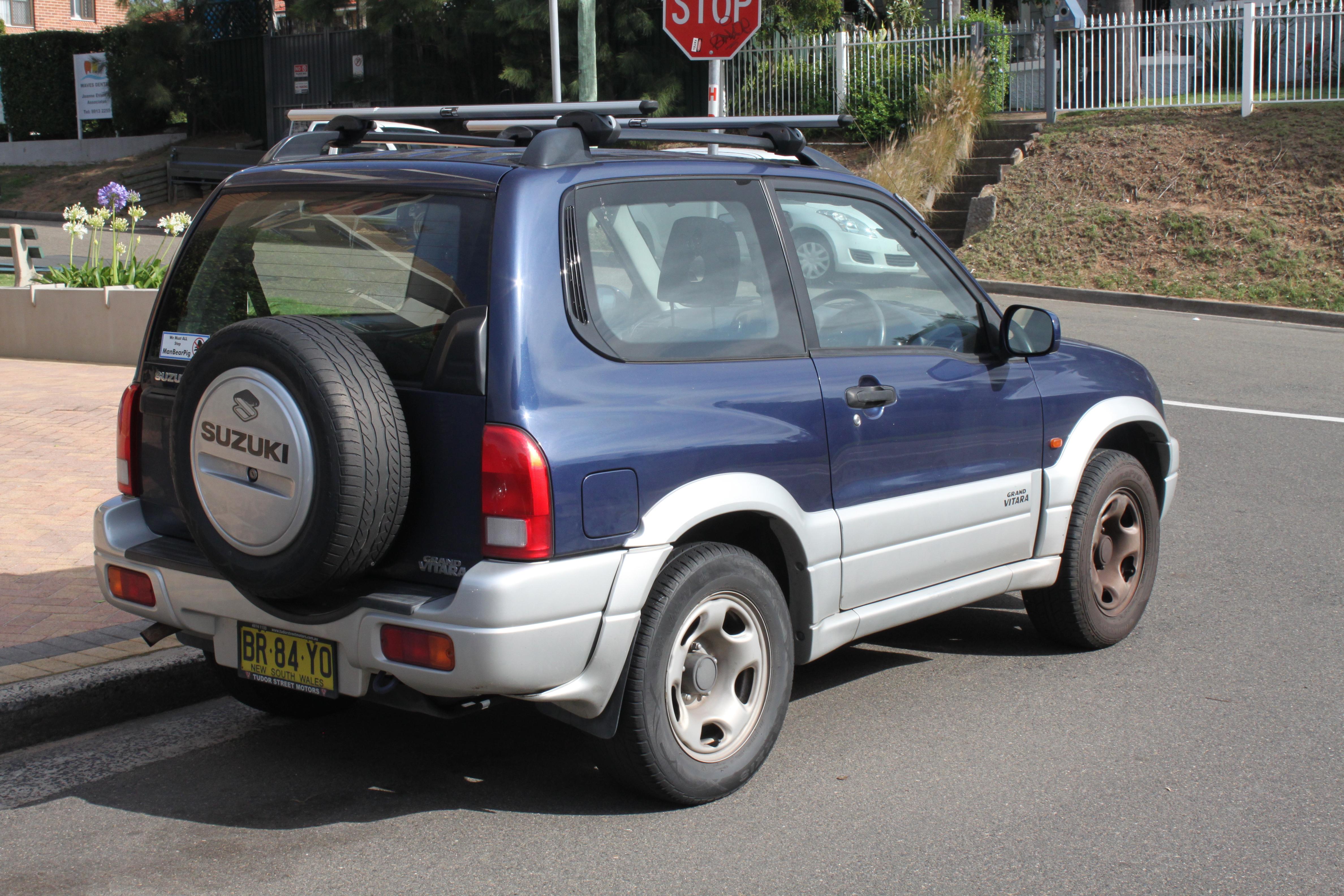 Suzuki Ignis restyling, ecco come va ora che è ancora più SUV