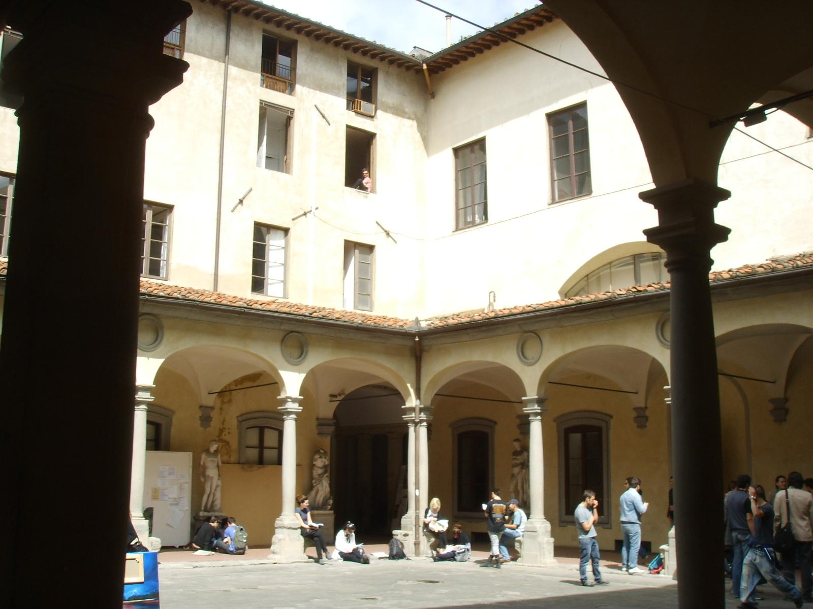 File accademia di belle arti cortile 04 jpg wikimedia for Accademia belle arti design