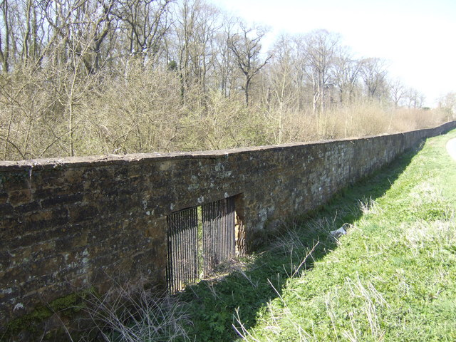 File:Althorp perimeter wall - geograph.org.uk - 530767.jpg