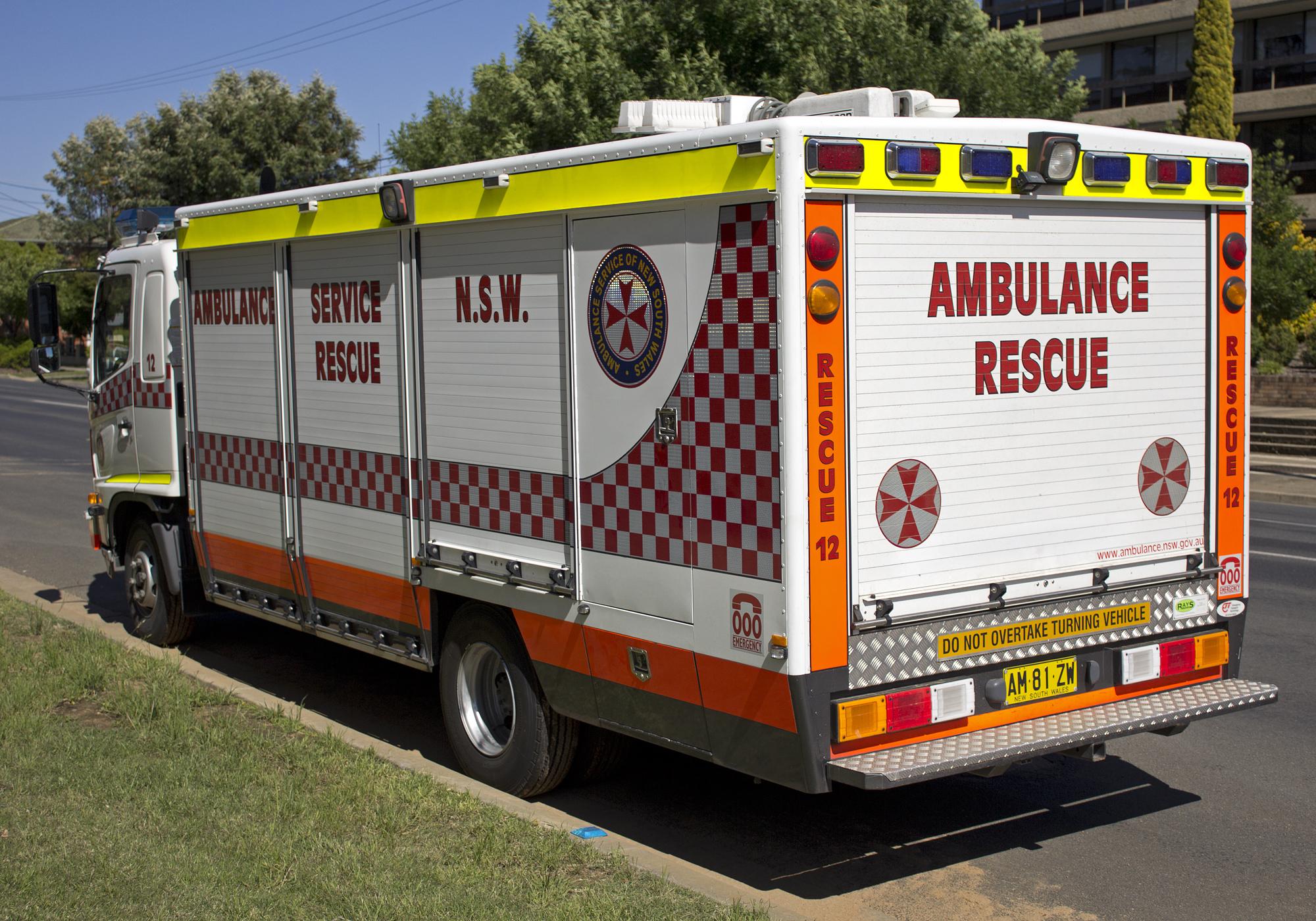 file ambulance service of new south wales rescue hino ranger  file ambulance service of new south wales rescue hino ranger 2