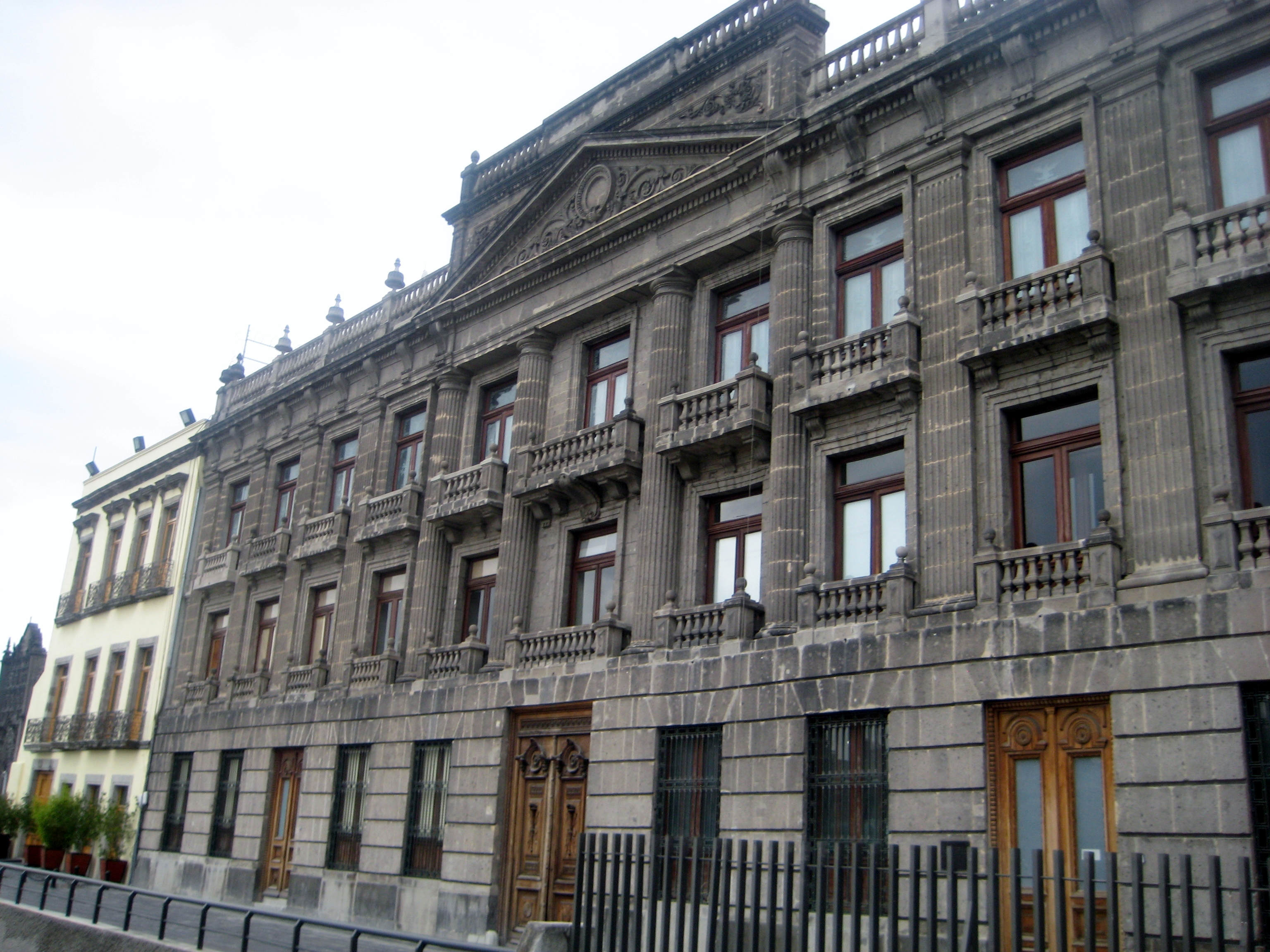 Museo De Las Artes Decorativas Paros