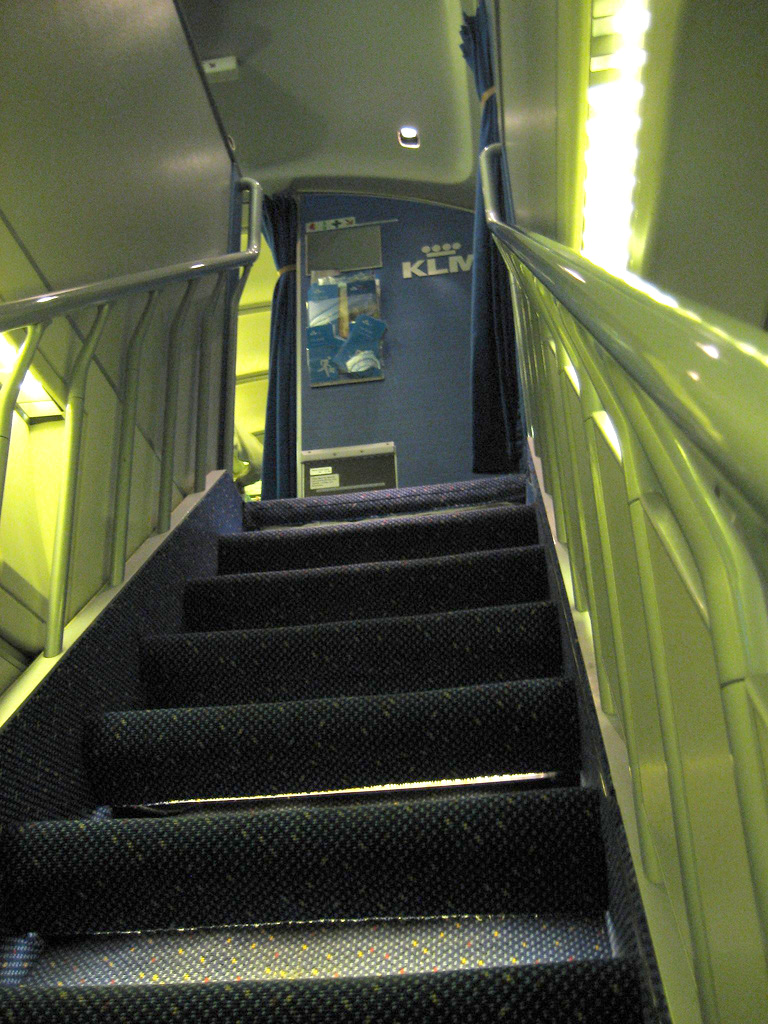 File Boeing 747 400 Staircase Jpg Wikimedia Commons