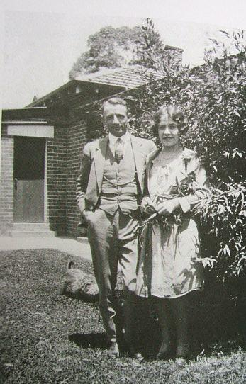 Plik:Bradman and wife.jpg
