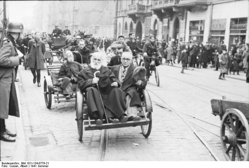http://upload.wikimedia.org/wikipedia/commons/2/23/Bundesarchiv_Bild_101I-134-0778-21%2C_Polen%2C_Ghetto_Warschau%2C_Stra%C3%9Fenszene.jpg