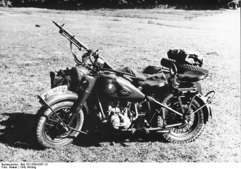 file bundesarchiv bild 101i 639 6267 13 motorrad bmw r75 mit beiwagen und wikimedia. Black Bedroom Furniture Sets. Home Design Ideas