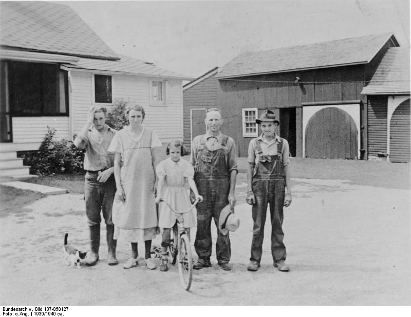 https://upload.wikimedia.org/wikipedia/commons/2/23/Bundesarchiv_Bild_137-050127%2C_USA%2C_Deutsche_Einwandererfamilie.jpg