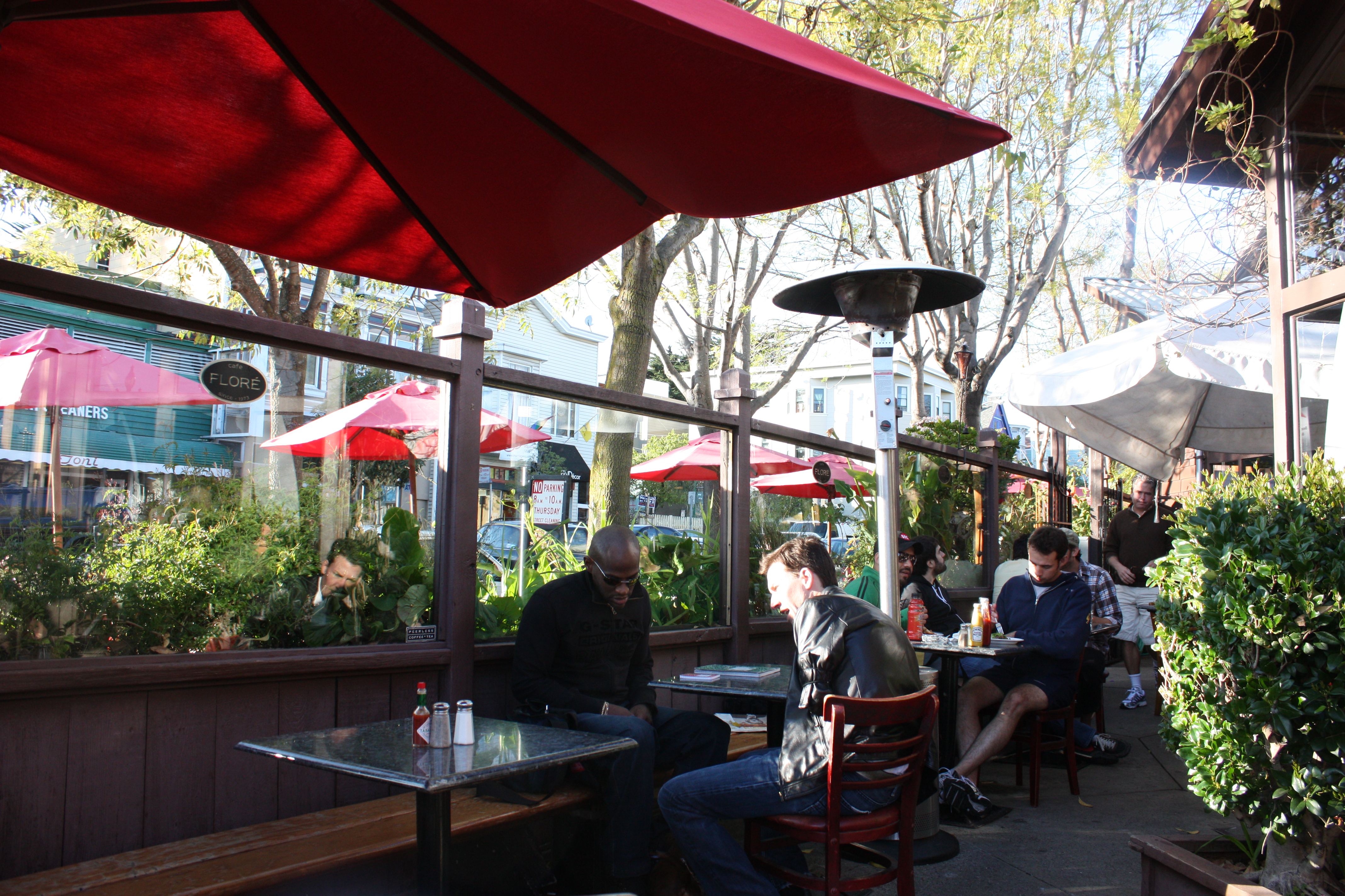 File:Cafe Flore Heated Outdoor Patio 2009