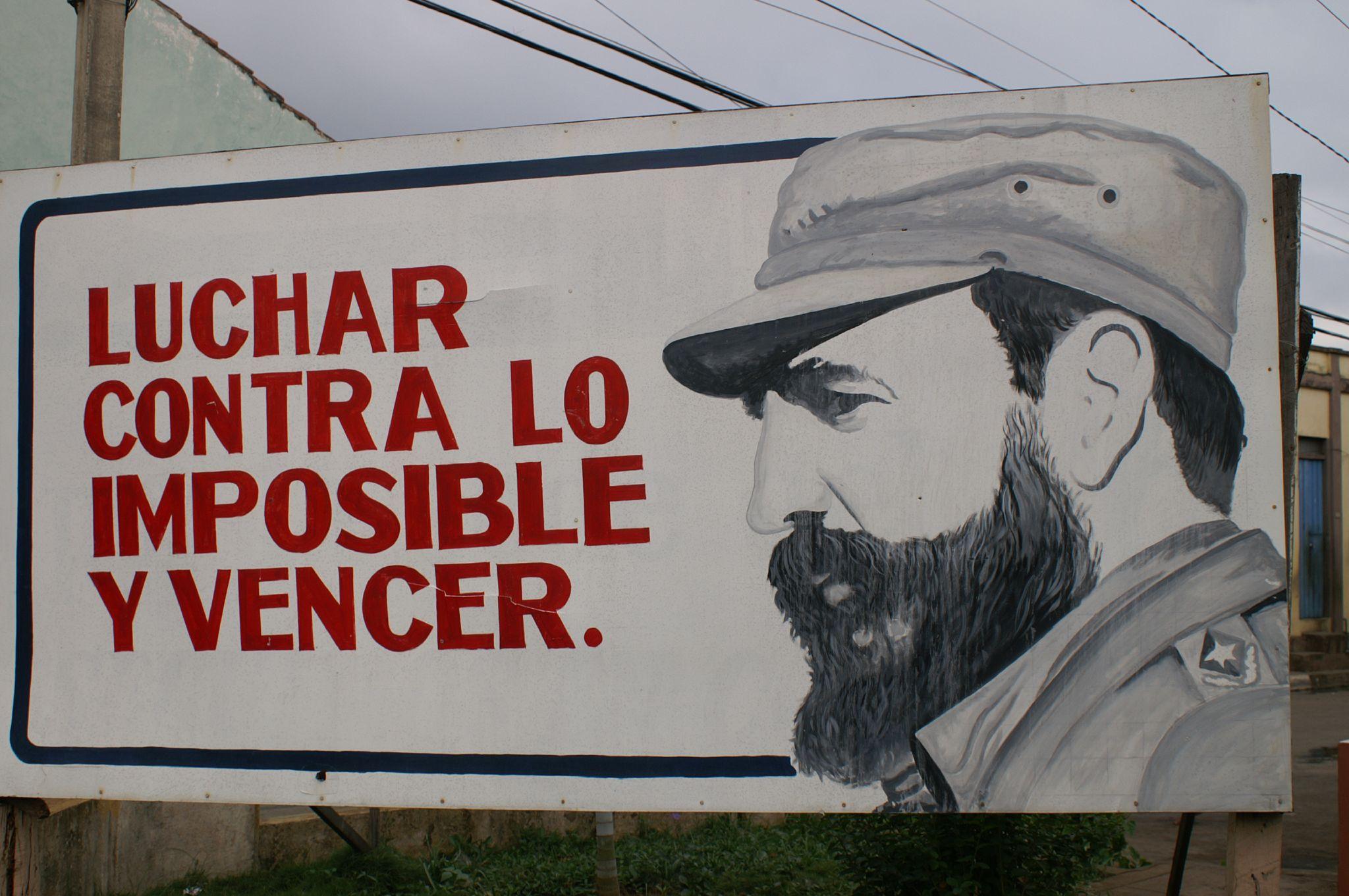 Fidel se retira del poder en 2008 por problemas de salud. En la imagen, uno de los carteles cubanos de propaganda.