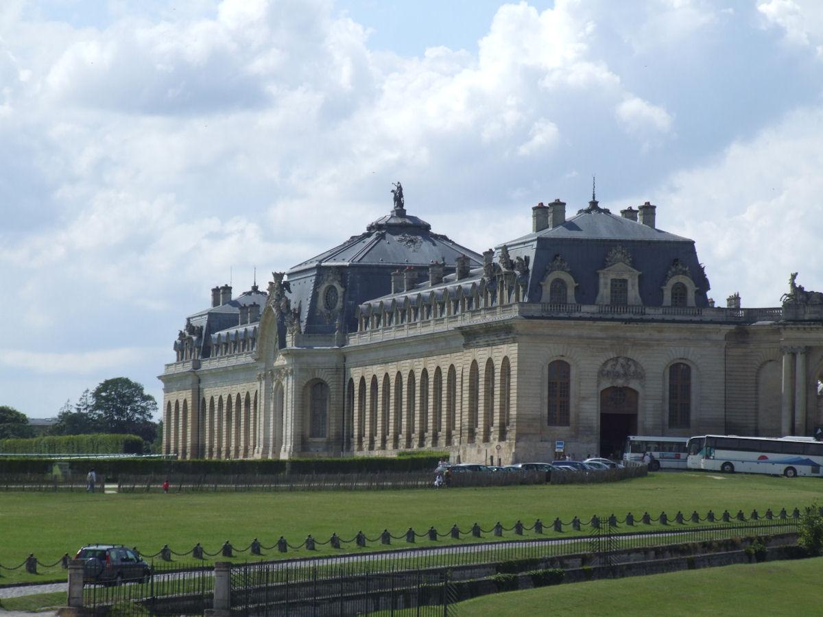 File chateau de chantilly 002 jpg wikimedia commons - Architecte chantilly ...