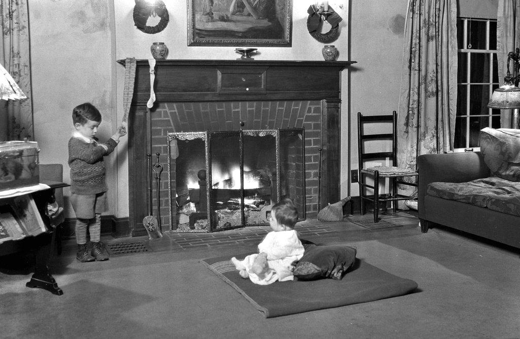 Hanging up stockings for Santa Claus, Ohio, 1928