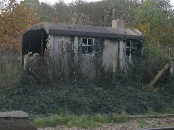 Concrete permanent way hut - geograph.org.uk - 606071.jpg