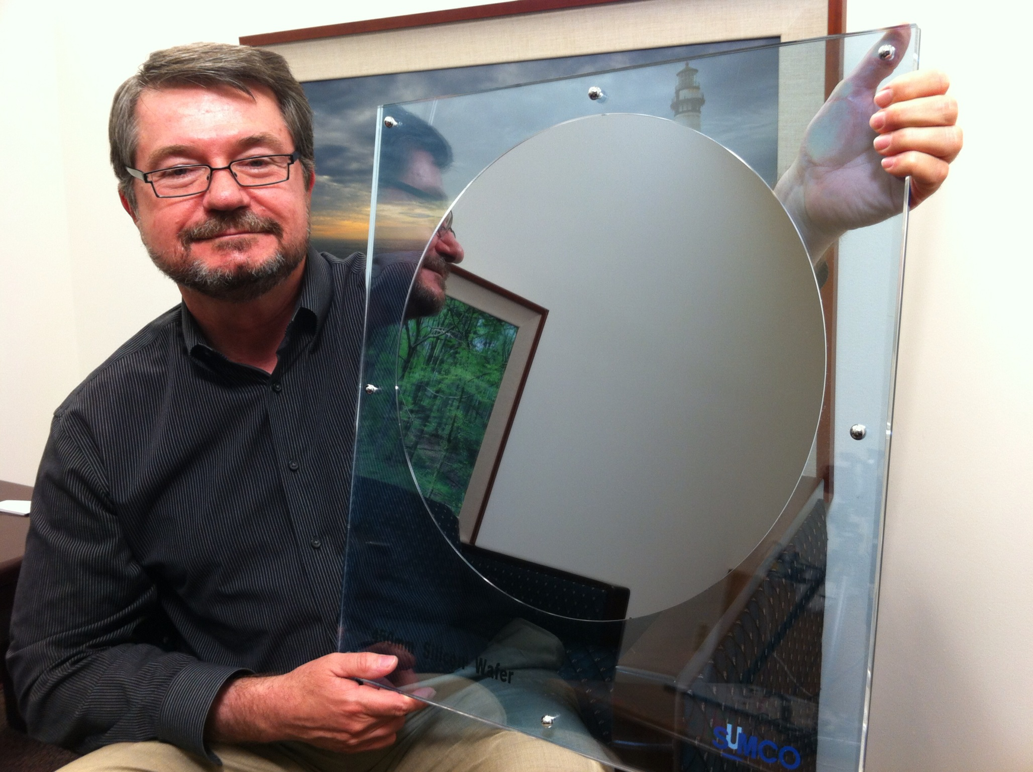File:Dan Hutcheson CEO of VLSI Research holds a 450mm ...
