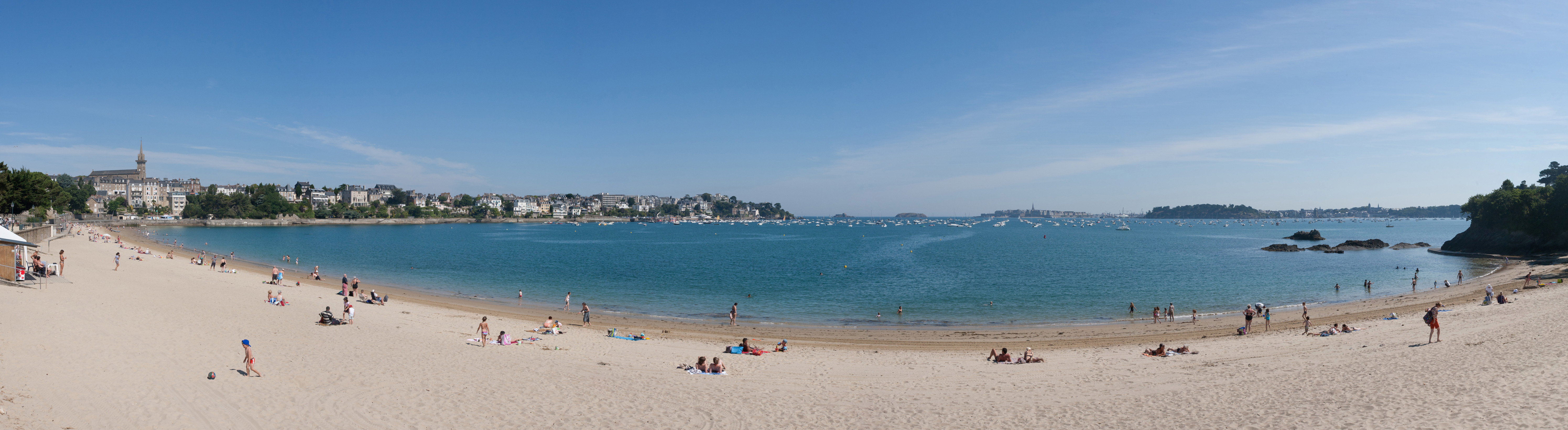 Dinard France  city photo : Description Dinard Beach Panorama, Brittany, France July 2011