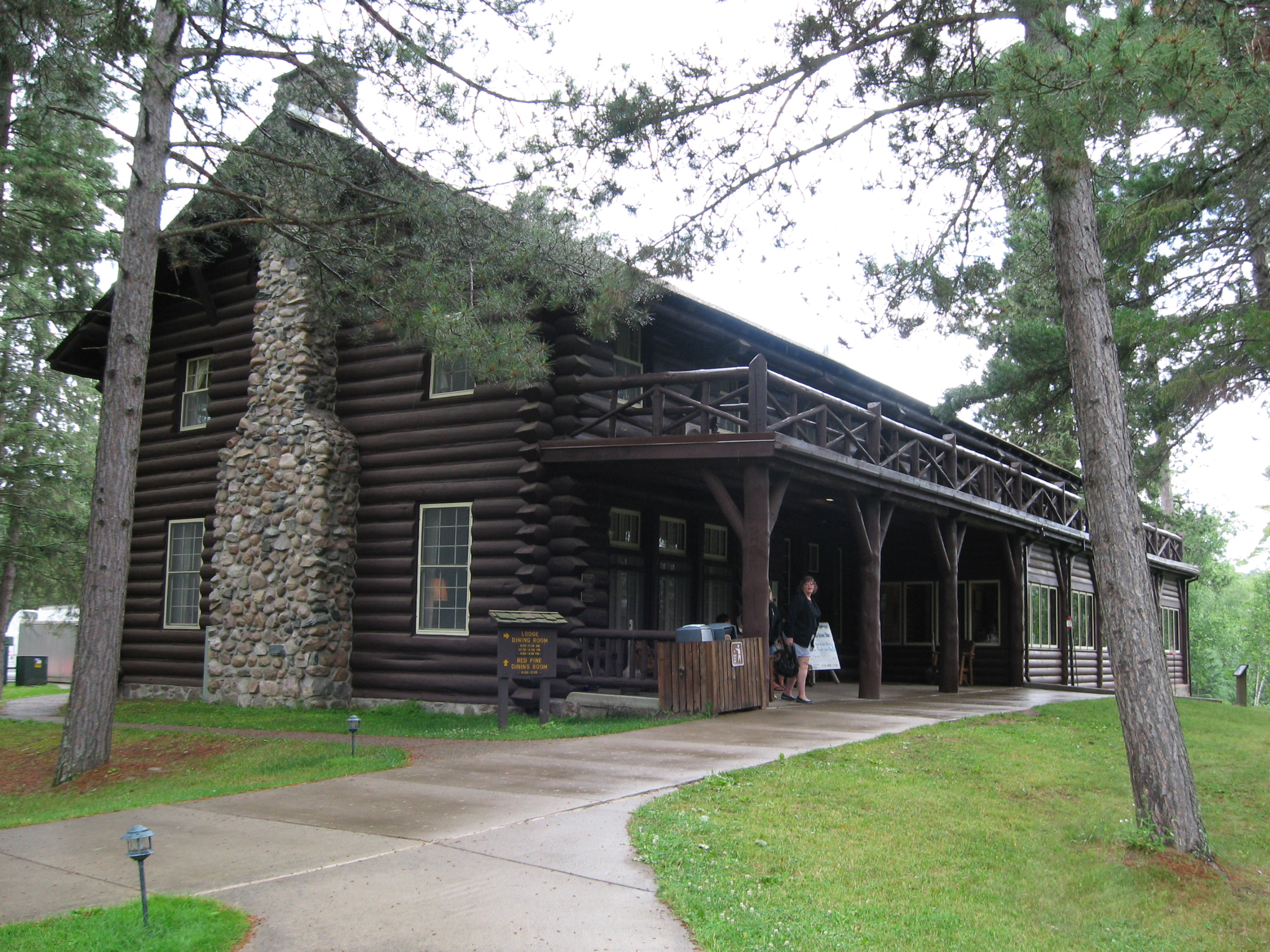File Douglas Lodge Itasca State Park Mn Jpg Wikimedia
