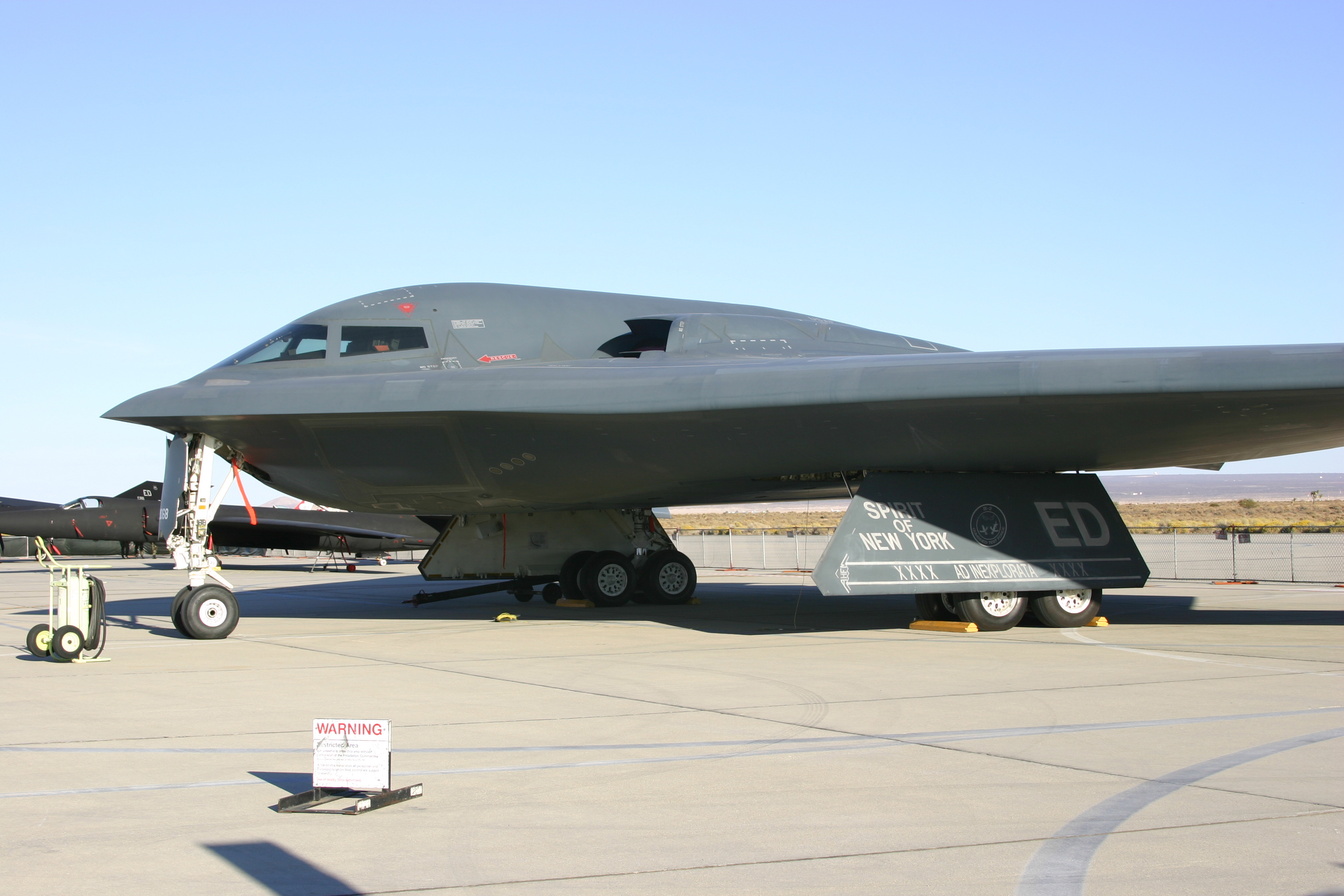 http://upload.wikimedia.org/wikipedia/commons/2/23/EAB_2006_USAF_B-2_Spirit.jpg