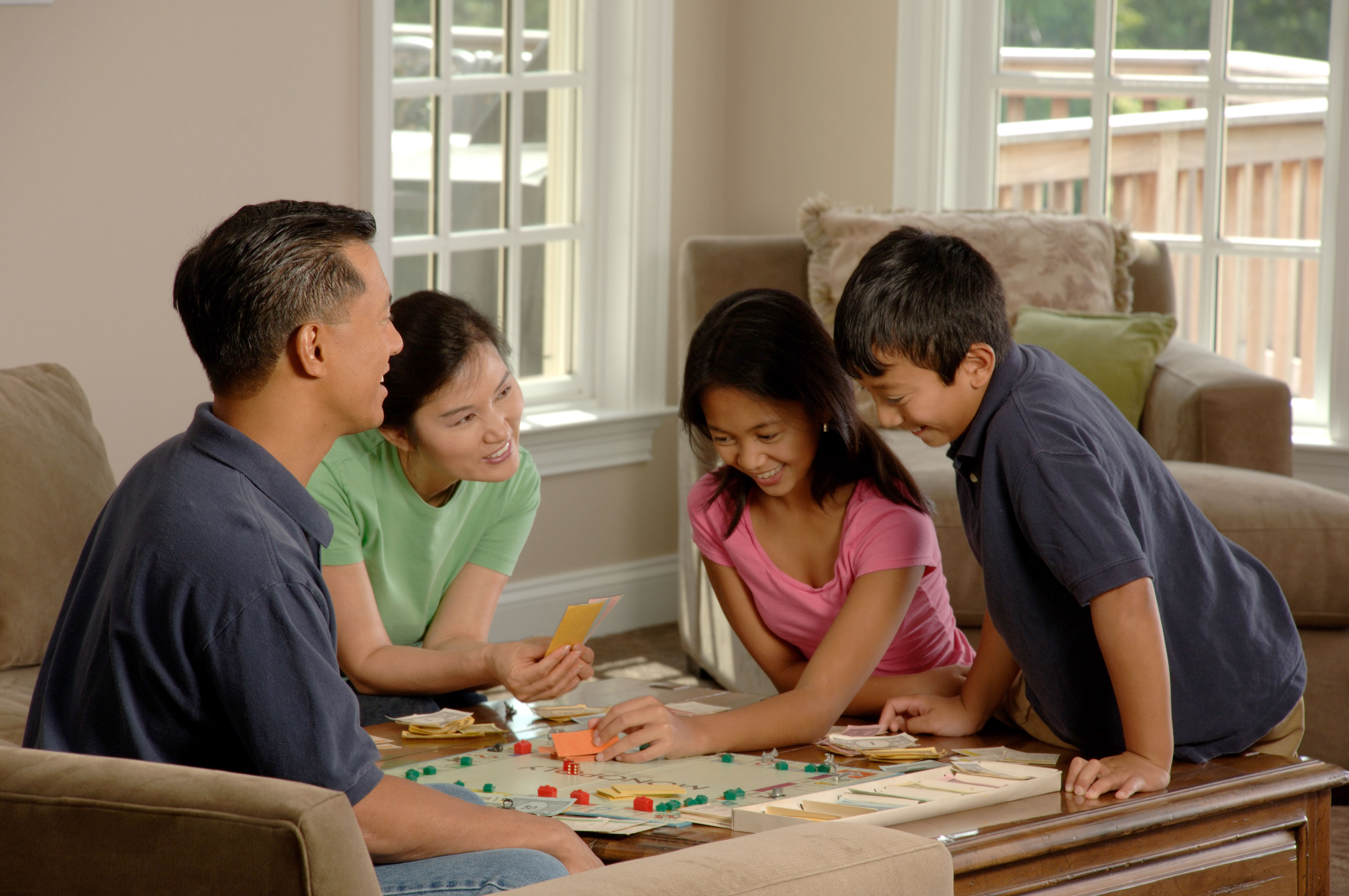 Chess Table File Family Playing A Board Game 2 Jpg Wikimedia Commons