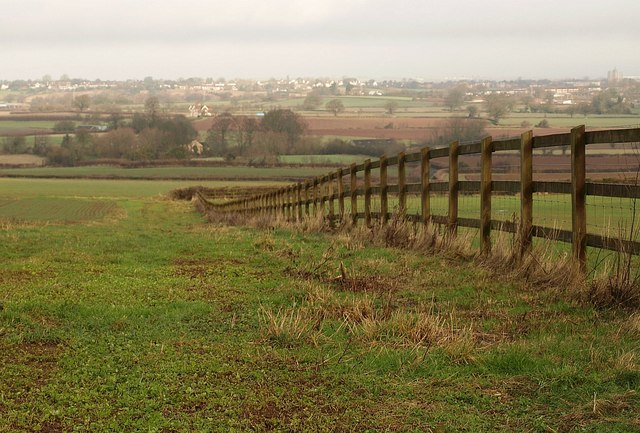 Fence on Dancing Hill - geograph.org.uk - 1670075