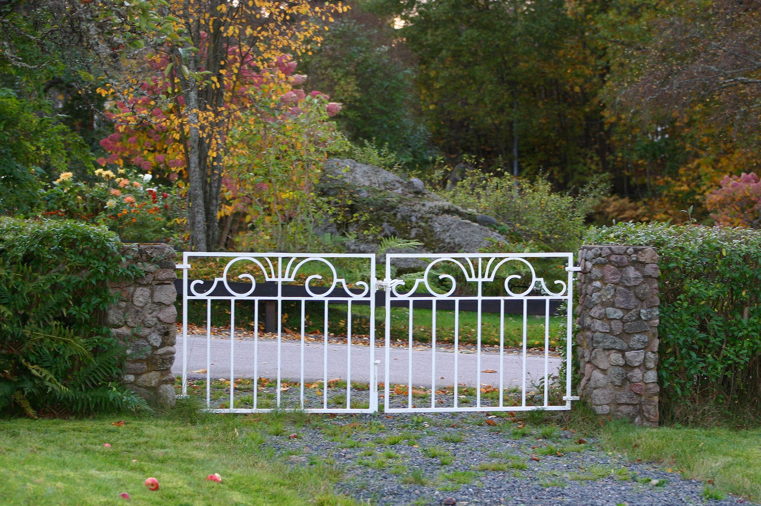 FileGarden gate Klavrestroemjpg Wikimedia Commons