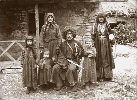 Важа Пшавела с семьёй, 1905г.