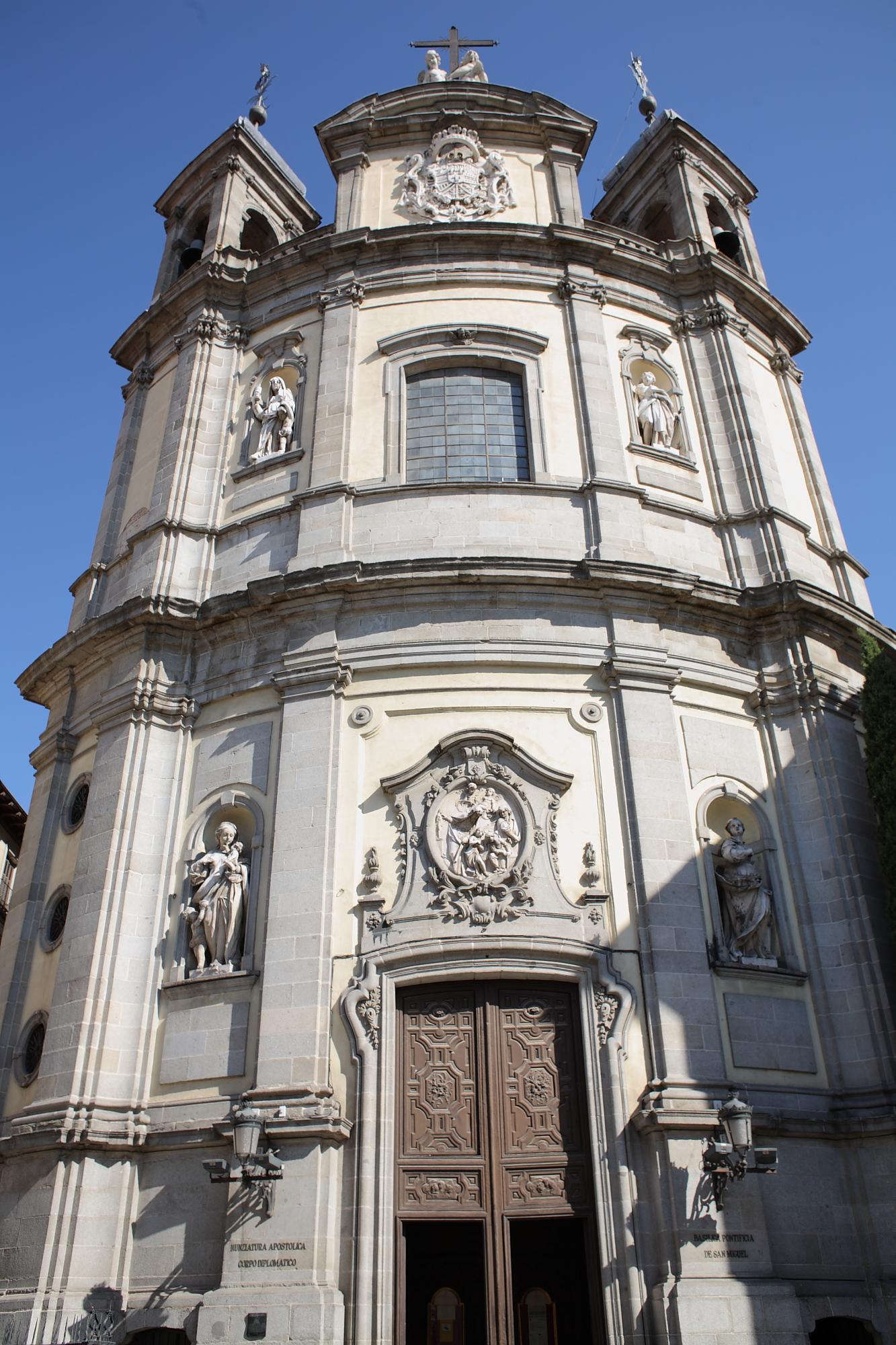 File:Iglesia Pontificia de San Miguel Madrid.jpg - Wikimedia Commons