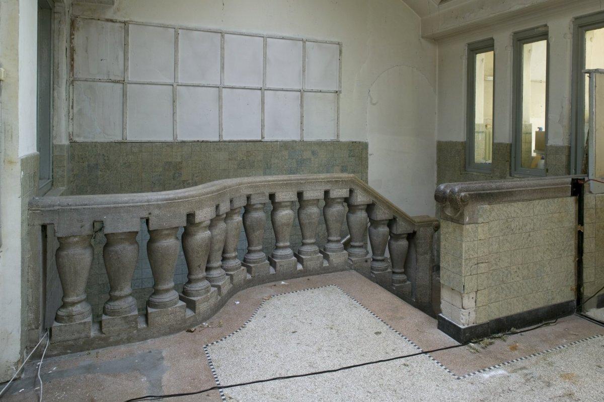 File interieur trap naar de kelder met hardstenen balustrade en leuning dordrecht 20409365 - Interieur trap ...