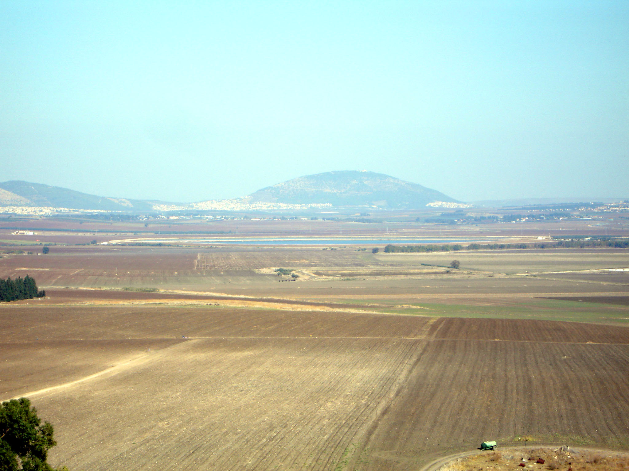 Jezreel Valley and Mt. Tabor by Joe Freedman (Creative Commons License)