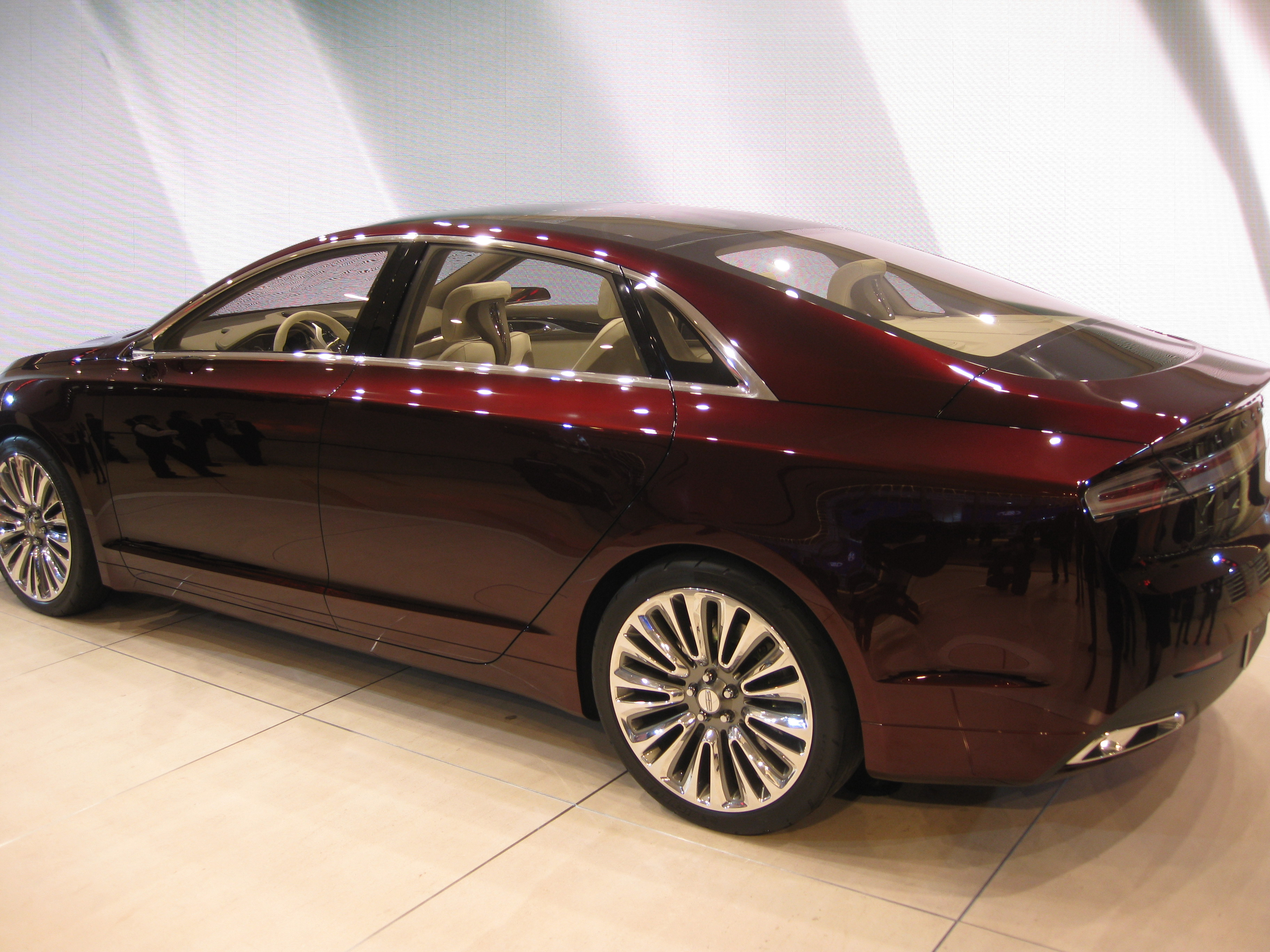 https://upload.wikimedia.org/wikipedia/commons/2/23/Lincoln_MKZ_Concept_at_NAIAS_2012_%286679774509%29.jpg