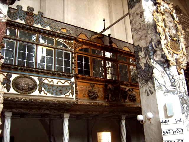 zwei [[Loge]]n oder auch ''Kapellen'' in der Nikolaikirche [[Luckau]], Deutschland, [[Brandenburg]]