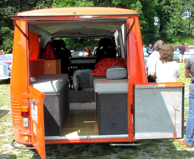 File mhv peugeot j9 wikimedia commons for Interieur camping car