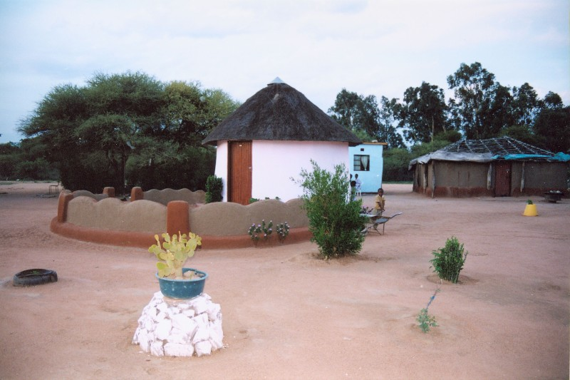 Mahalapye Botswana  City pictures : Mahalapye traditional house Wikipedia, the free ...