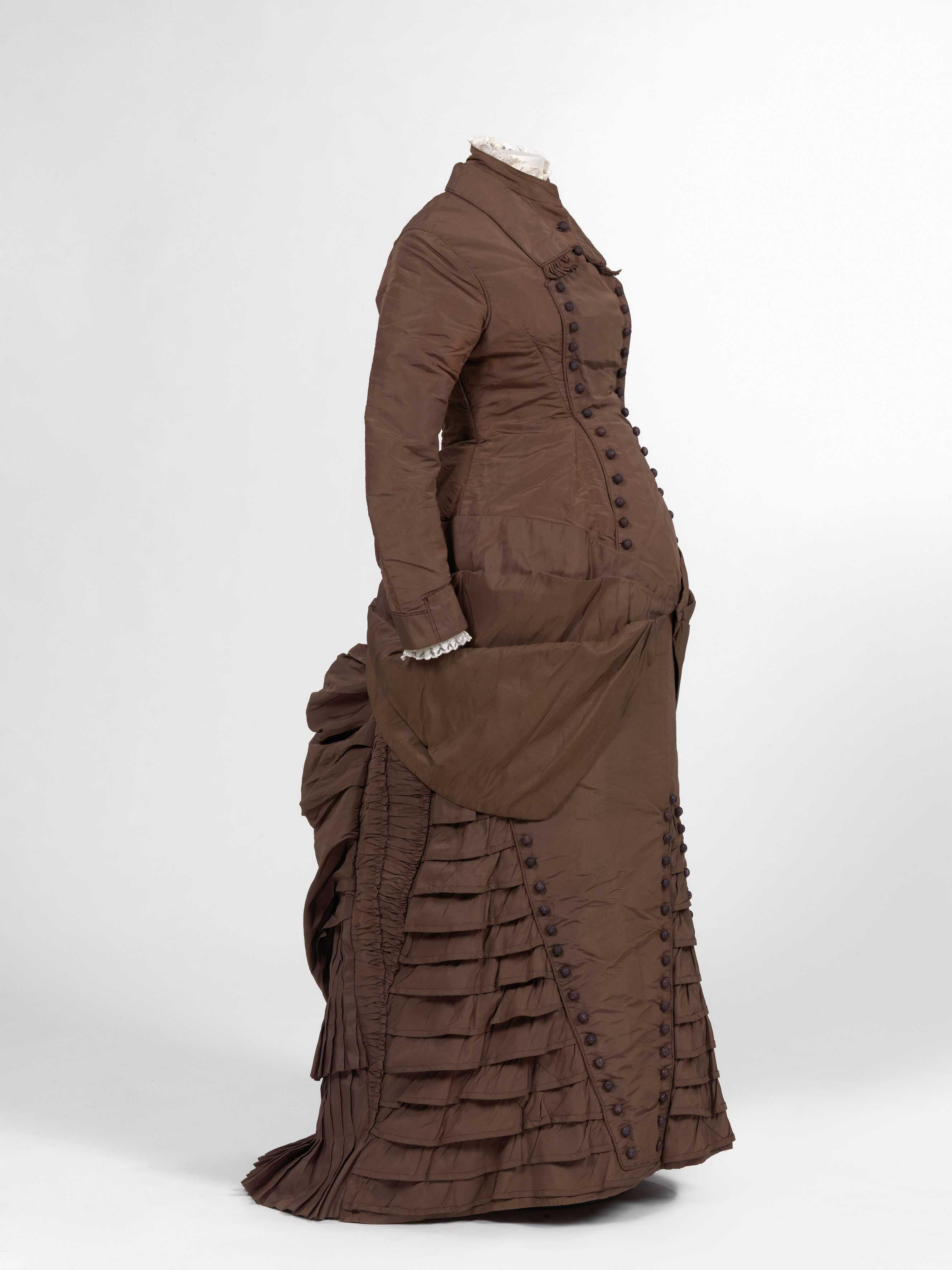 Filematernity dress ca 1880g wikimedia commons filematernity dress ca 1880g ombrellifo Images