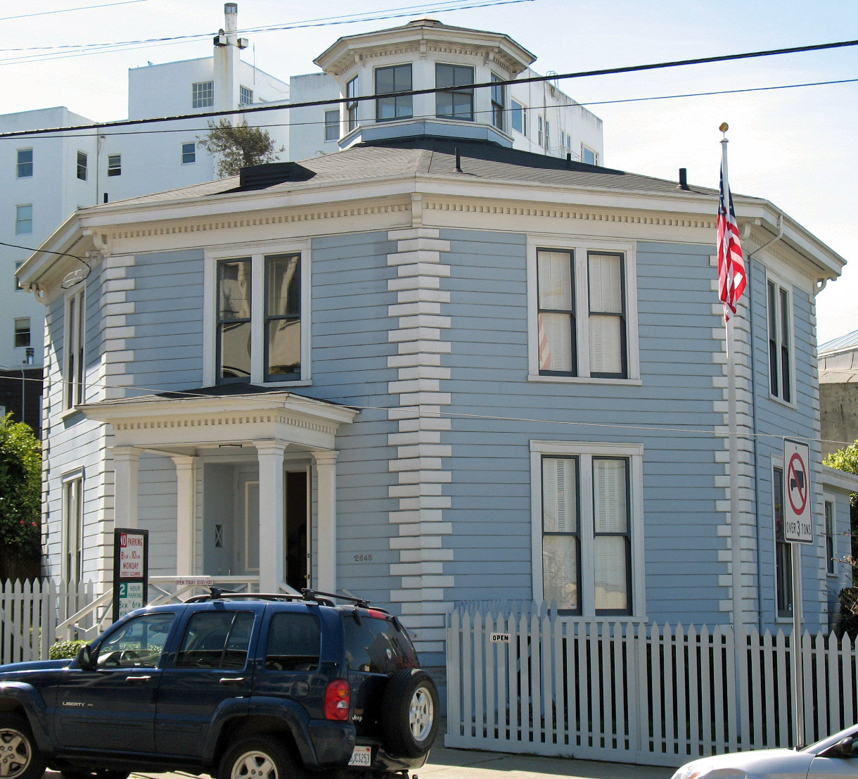 File mcelroy octagon house san francisco 2 jpg - Round shaped house designs ...