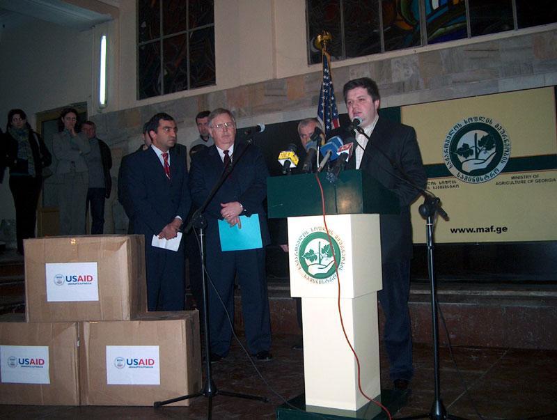 of personal protective equipment (February 15, 2006).jpg English: Minister Svimonishvili thanks the USG for the donation of 500 pieces of personal protective